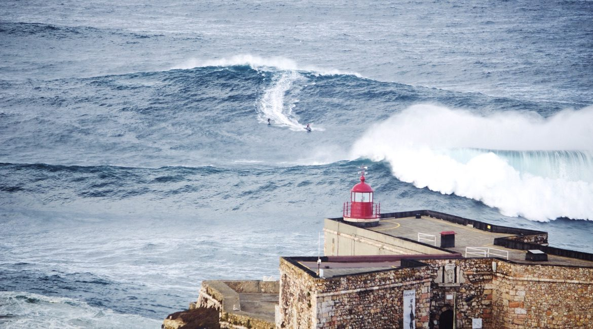 Big Wave Surfen in Nazare Portugal