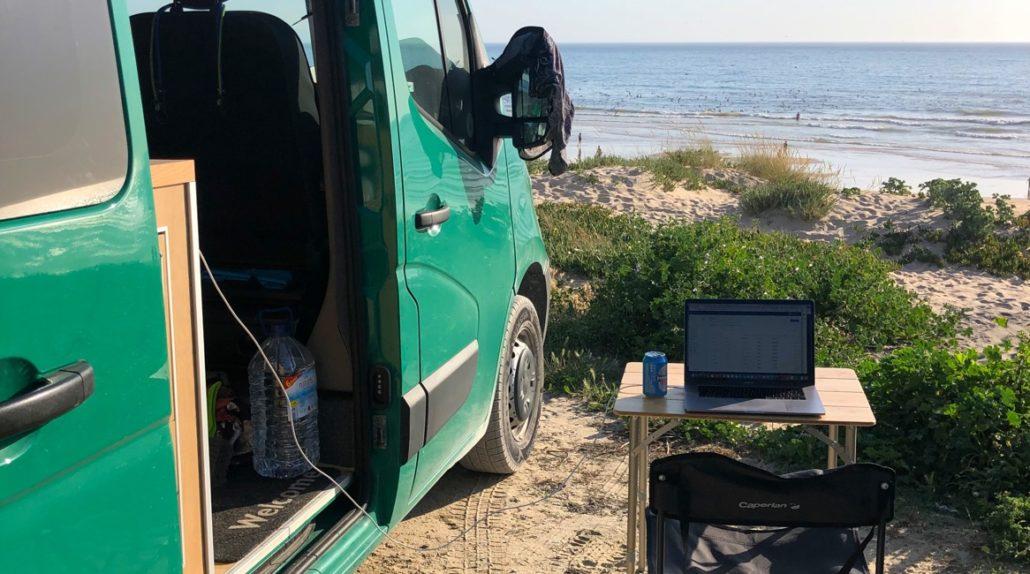 Camping Zubehör - im Van arbeiten
